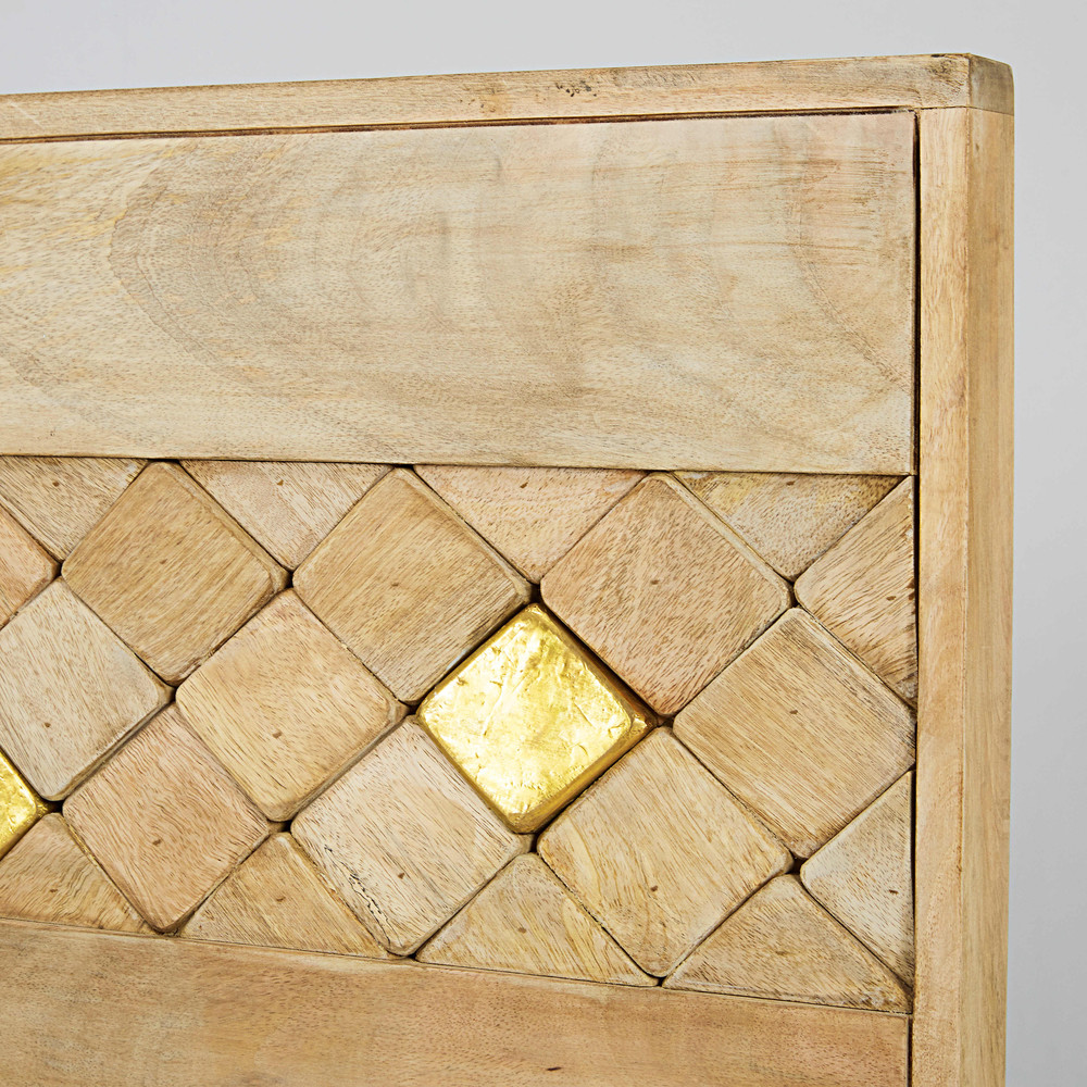 Just look at that headboard with a beautiful interplay of relief diamonds in wood and gold metal..... Just beautiful.