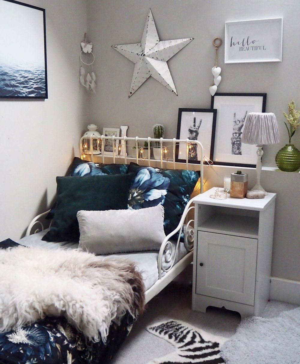 Scandi, hygge bedroom. Cosy bedroom
