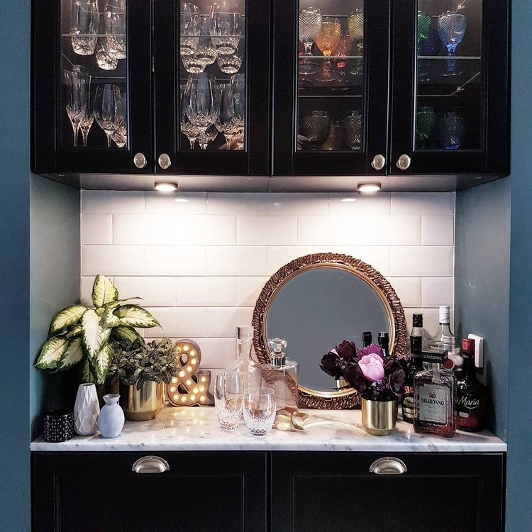 Kristine has utilised a built in unit in her dining room as a home bar area, I love that you can see all the fabulous crystal glassware in the glass fronted cabinets.... you can find her home tour     HERE..   ..     @restoringlansdowne