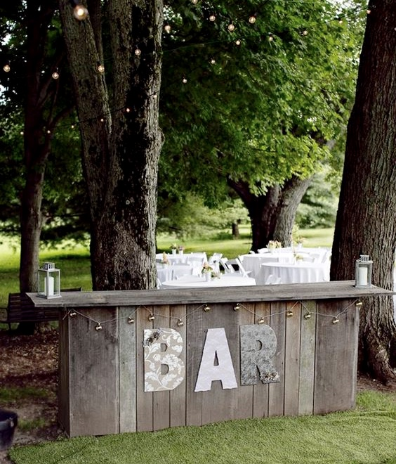 The plan is to have an outside bar in my garden for the Summer...... I found the photo of this gorgeous rustic bar on   Pinterest