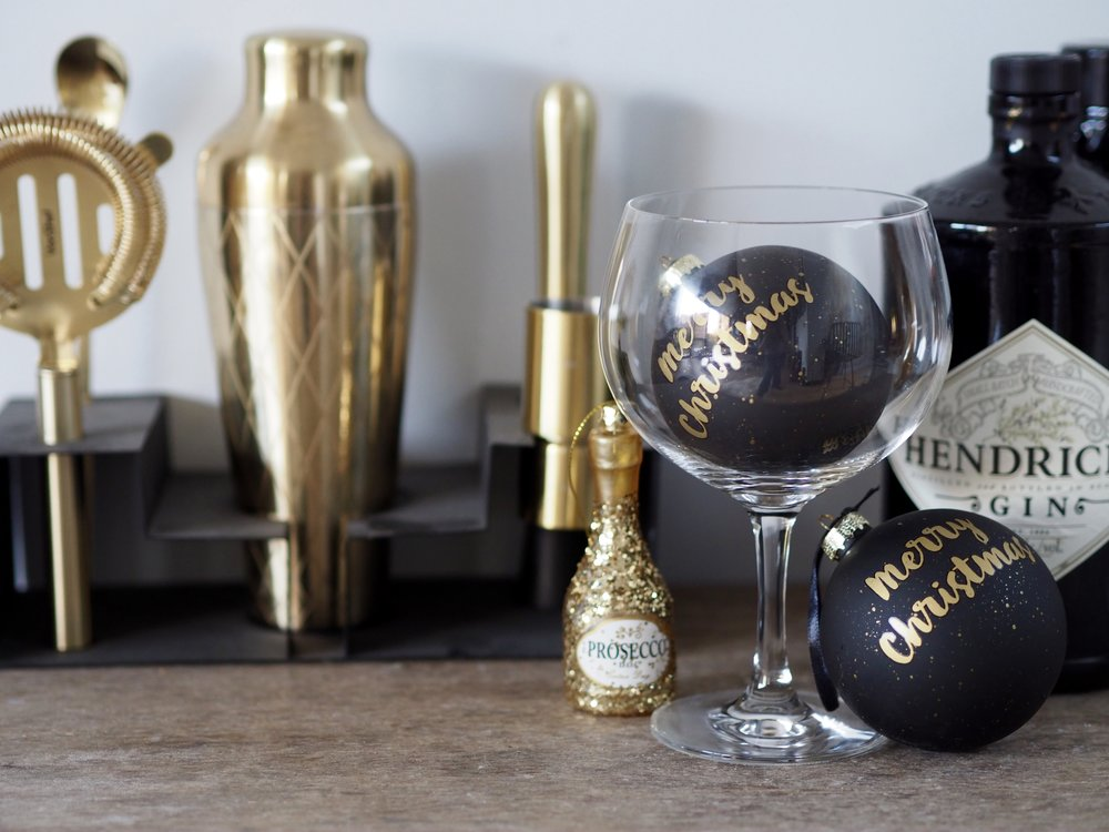 I love these black and gold baubles, perfect to add a finishing touch to my christmas bar as well as hang on the tree….    Black & Gold Merry Christmas Bauble Hanging Decoration