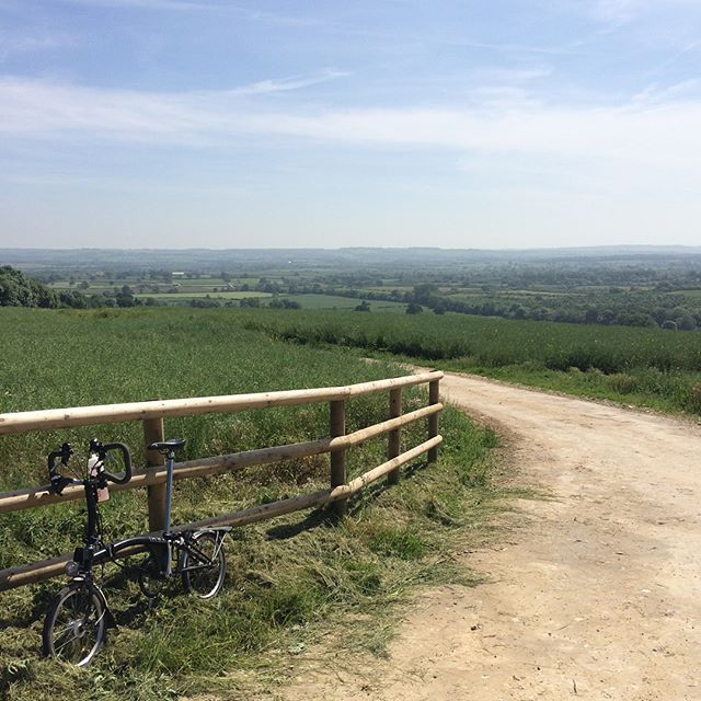 A busy couple of days! Birmingham to Cheltenham, two care home performances for Live Music Now, a concert at Bledington Festival, performance @vinnieseatery plus bike maintenance and beautiful views in the Cotswolds!