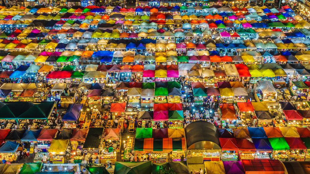 Train_Night_Market_Ratchada_(34144230042).jpg
