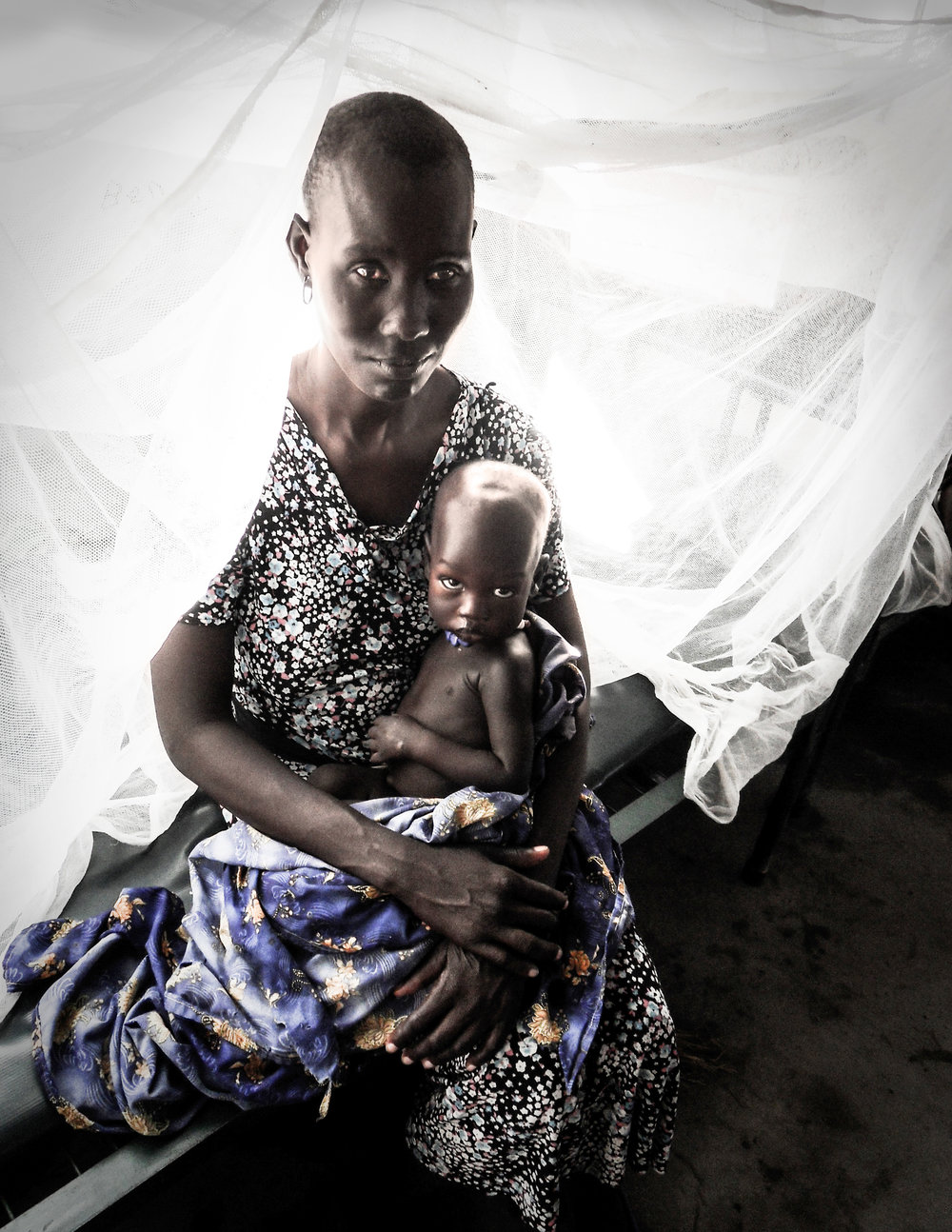 Nuer woman with baby copia.jpg