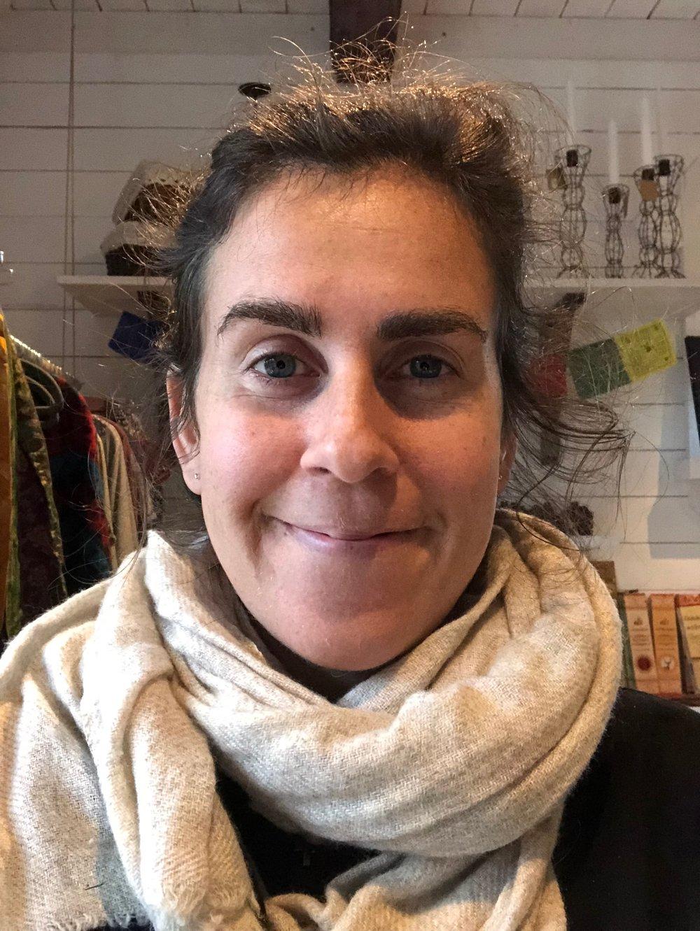 """Philippa: - Philippa: """"Yoga och meditation har lärt mig att förstå hur kropp och sinne samverkar, och hur livsviktigt det samspelet är för vår inre balans"""""""