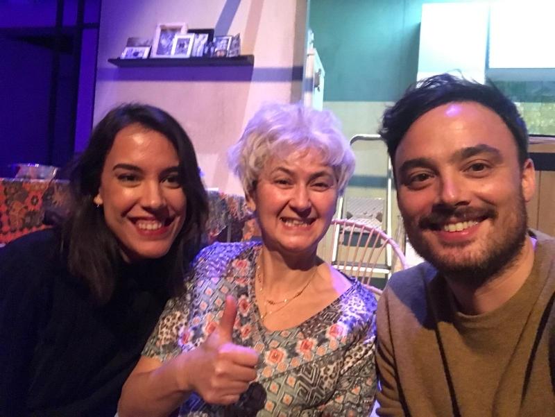 Met Gouwe Pinda's Nonni (Bodil de la Parra) en eeuwige vriend Chris Belloni na afloop van de voorstelling. 02 januari 2017.