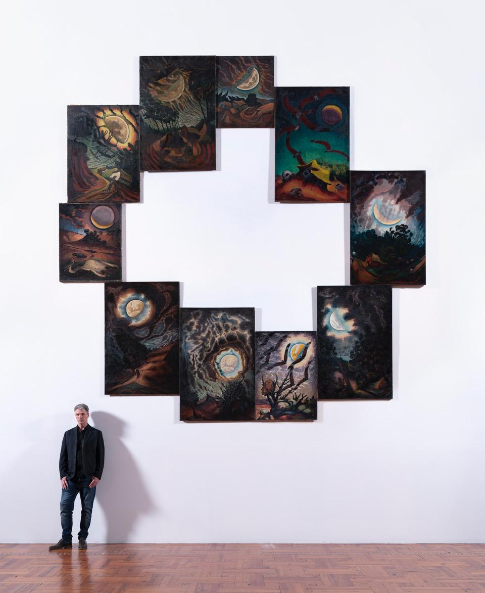 Va retrato con Círculo y cuadrado, 2018, de fondo... La foto es de Rafael Lejtreger.jpeg