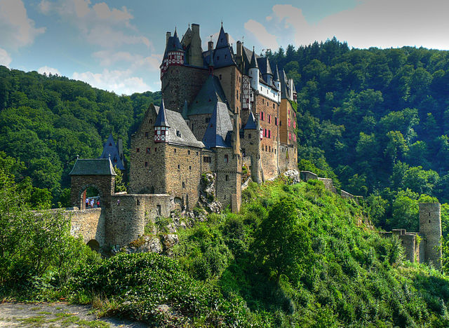 640px-Burg_Eltz_HDR.jpg