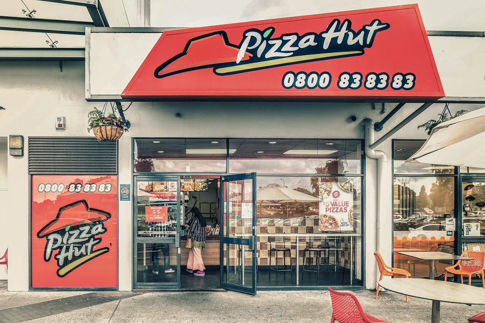 PIZZA HUT -