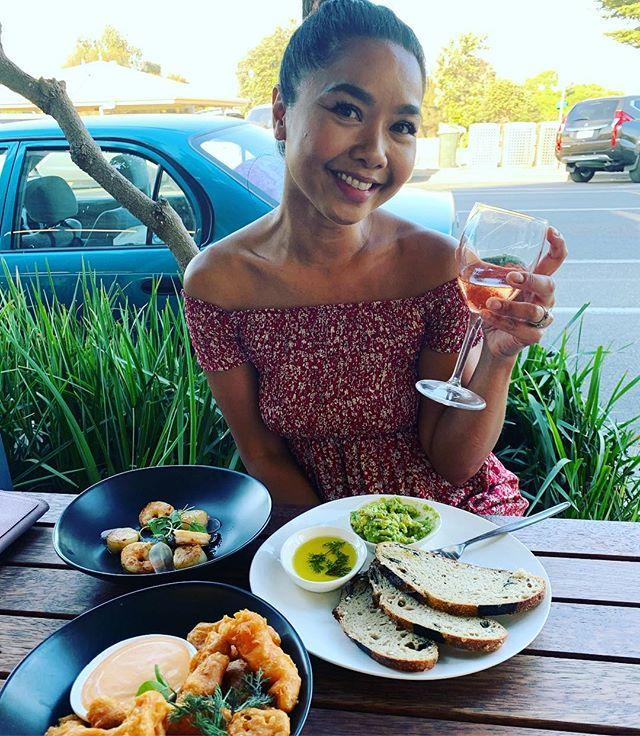 Apollo Bays Beauty @rina_hamdemir enjoying her beer battered squid, @zeallybaysourdough Zeally Bay Soughdough Bread and dips and Barossa Valley Rose 🥀 @ilukamotelrestaurant #ilukaalacarte #ilukapollobay