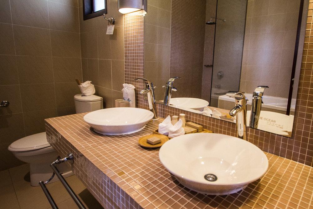 seaviewfamilybathroom2-websize.jpg