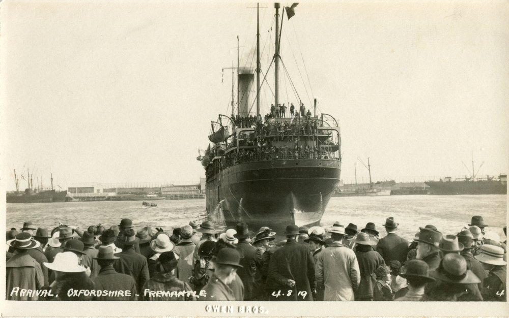 Arrival home of the 10th Light Horse on the HT Oxfordshire, 4 August 1919.