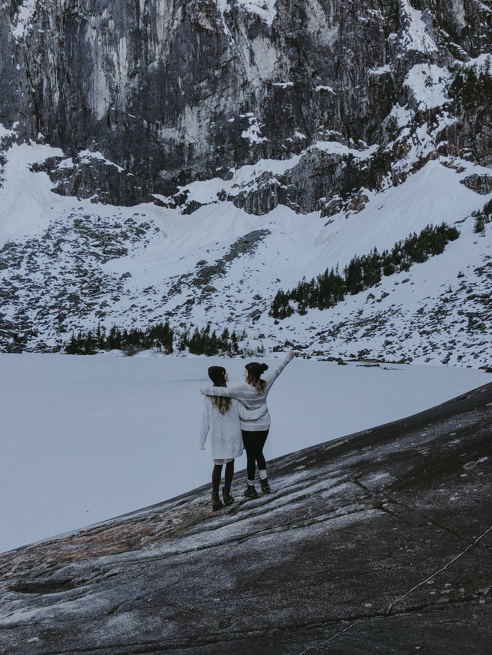 hiking lake serene in the snow with wanderingbackpack-9.jpg