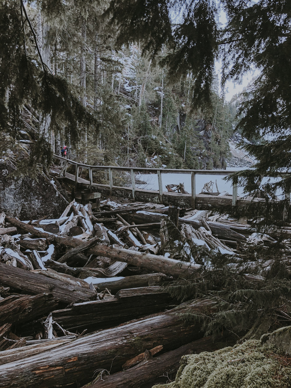 hiking lake serene in the snow with wanderingbackpack-6.jpg