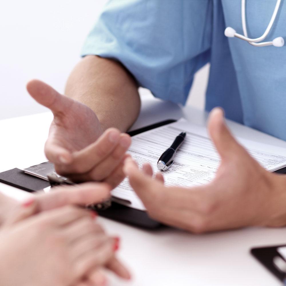 病史 - 菲尔将收集一些有关您的健康状况的信息,并询问您的髋部疼痛程度以及它是如何影响您完成日常活动。大多数患者不需要立即更换髋关节,菲尔通常更喜欢选择非手术治疗的方法作为您的起点。