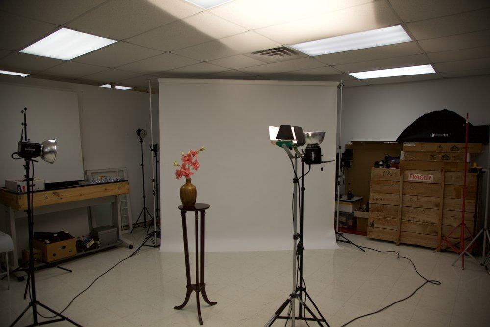 1000 watt tungsten halogen lamp - 1/50th second at f4, ISO 100 - overhead lights visable