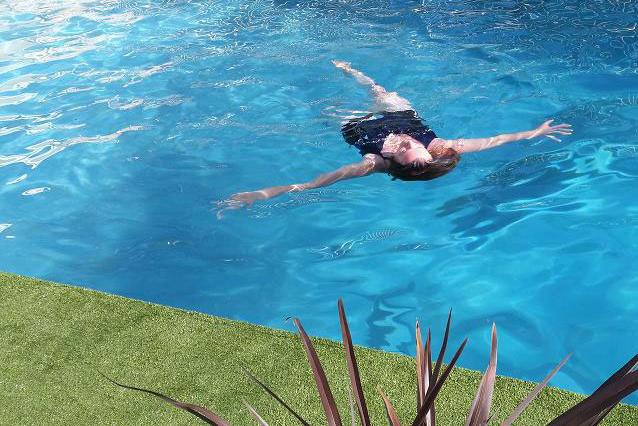 SPrelaxing-in-pool.jpg