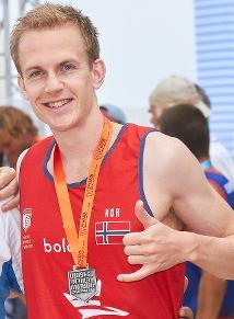 Alexander Mørland Karlsen tar footvolley med til Idrettsleiren
