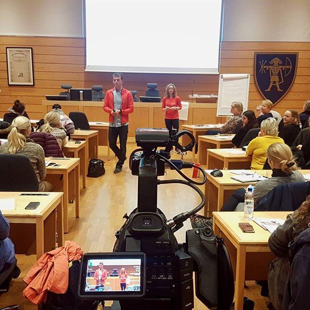 """Filmer @merkesas foredrag """"Urovekkende sannheter og gode nyheter omkring nyttårsforsett..."""" i #ullensakerkommune  #conferencefilming  #videomarkedsføring #videomarketing #videoproduksjon"""