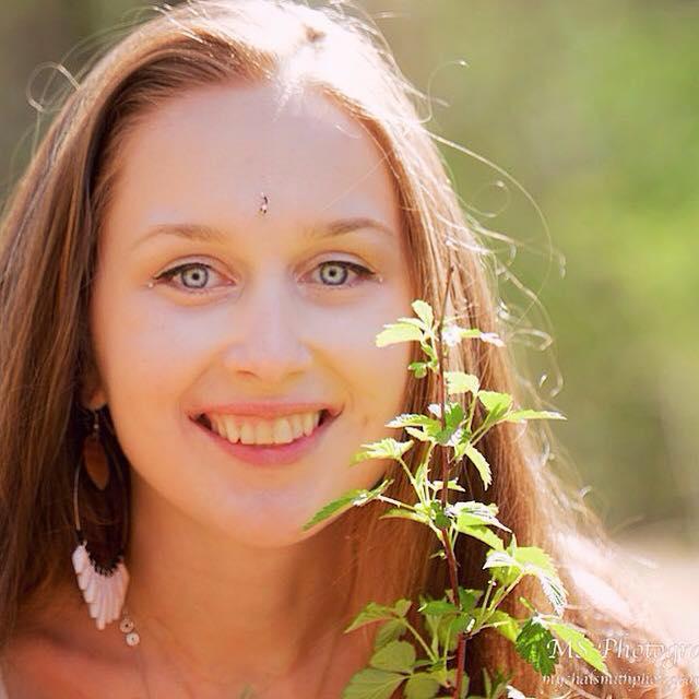 Alena Profile Pic.jpg