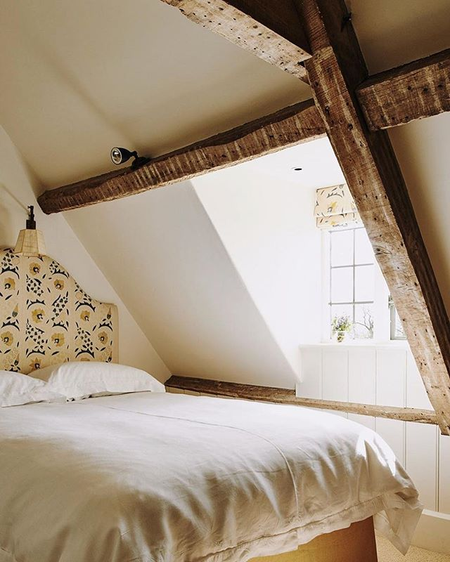 what: guest room at shanks house  where: somerset, as seen in @houseandgardenuk why: because sleepy sundays 🌳