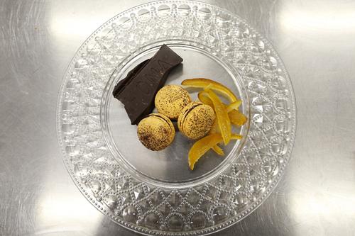mandarinoIl macaron al mandarino è il più sorprendente tra i macaron agli agrumi. Stupisce per la freschezza e per l'intensità del gusto. Forse piu' del limone. -