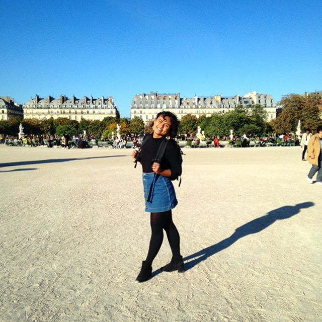 A girl and her backpack. 🖇📓✏️ Golden hour in the Garden de Tuileries ☀️ No complaints here 🙌🏽🇫🇷