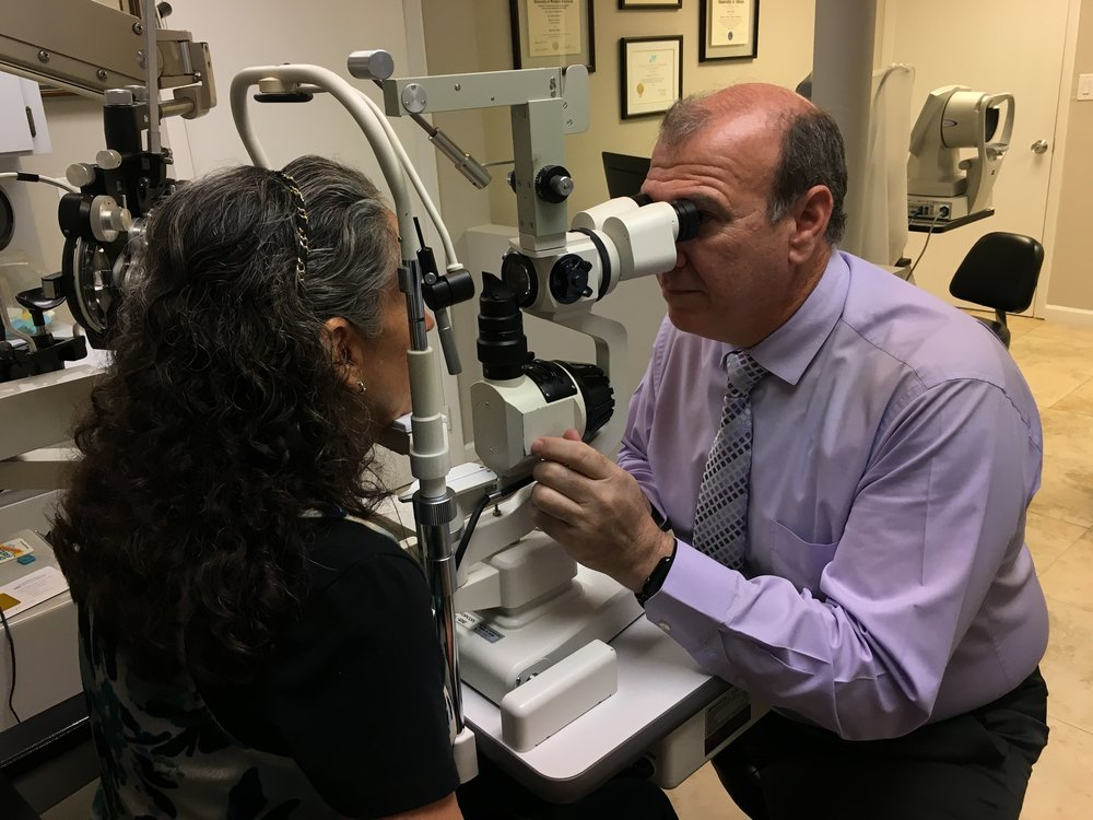 Dr. Ricardo Silva, Optometrist who's family practice is located in Miami, that specializes in Contact Lenses and glasses prescriptions.  His specialty is with Toric, Multi-focal Lenses, and eye conditions such as Keratoconus but also provides exams for eye health.