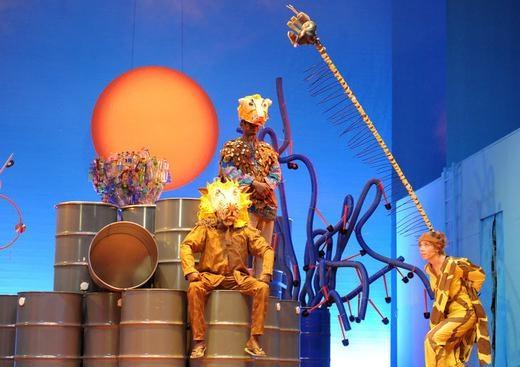 >>ayana rabenschwester<< - rollen: giraffe, soldat, dorfbewohnerinregie: b. stengeletext: mona beckerpremiere: november 2011 l mainfranken theater würzburg l (UA)