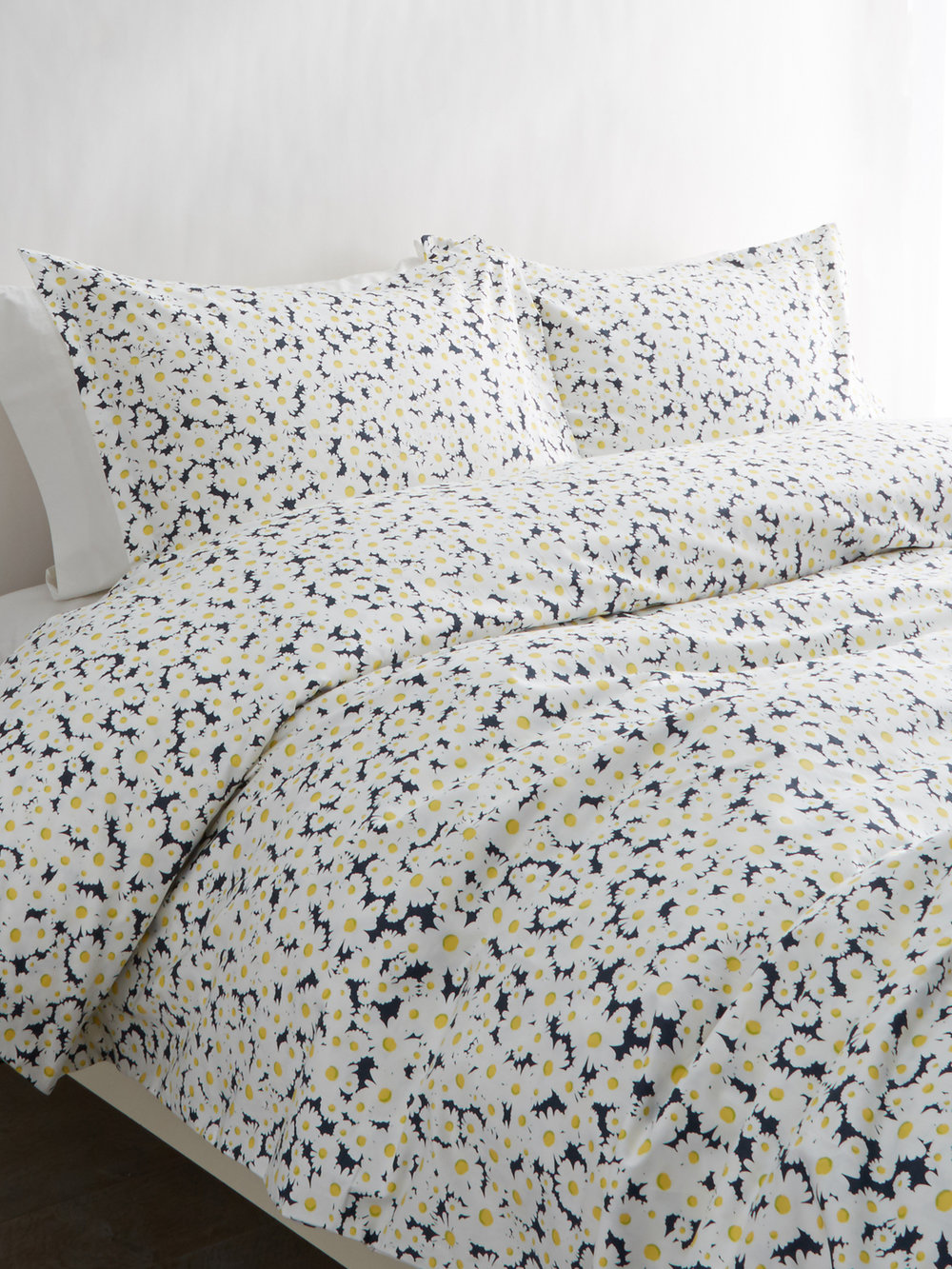 195954 T400 Cotton Daisies Duvet Set_Black.jpg