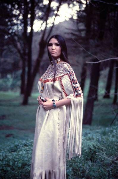 cd88810ff23077b30cfb6d4918567d50--native-american-dress-native-american-indians.jpg