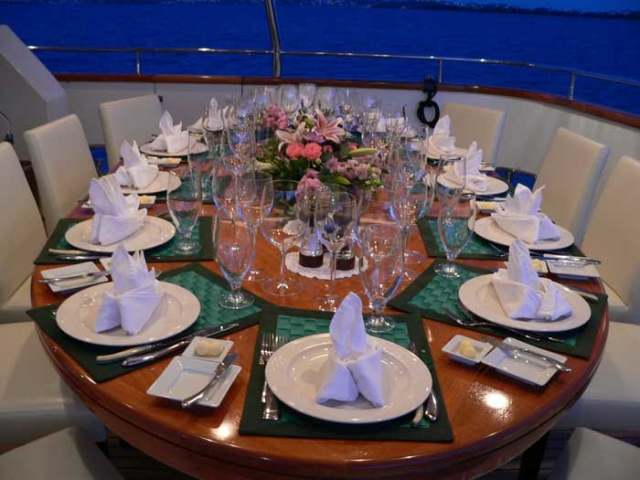 Formal-Seating-for-12-on-Back-Table-640x480.jpg
