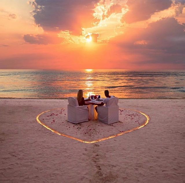 Simply Stunning Destination Wedding Inspiration! • Experience distinct wedding luxury and style with www.thetravelingbride.com 🥇 ↗️ (link in bio), See Our Instagram Stories For More! ♻️: @fashiogalsz .(location: Maldives) . . .⠀ . ⠀ . ⠀ #ahhhbermuda #weddinggoals #bermudadreaming #bermudaweddingplanner #bermudaweddings #bridetribe #engagedtomybestfriend #engaged2018 #bridetobe2018 #bridetobe👰  #luxuryweddingplanners #opencake #luxuryweddingvenue #bridesofinstagram  #carribeanweddings #bermudaful #bermudafulday #carribbeanweddingplanner #islandweddings  #weddingtrends2018 #bermuda #weddingonthebeach  #weddingtrends2018