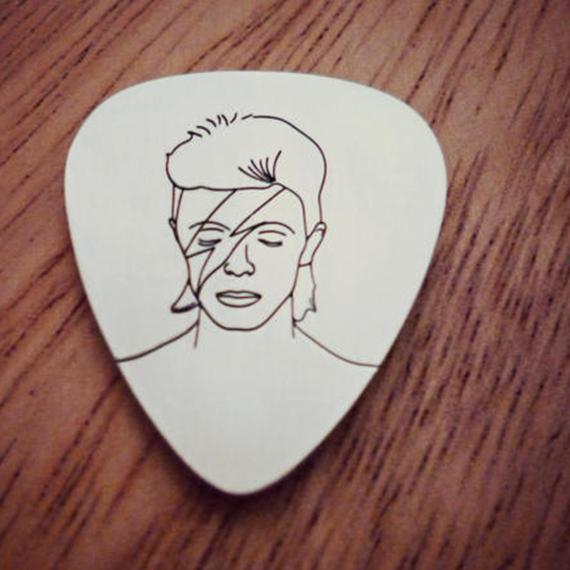 David Bowie Silver Pick.png