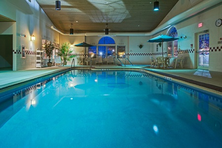 countryInnSuites-pool.jpg