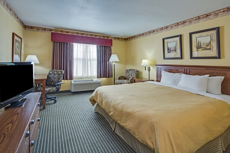 countryInnSuites-room.jpg