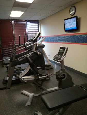 hamptonInn-fitness.jpg