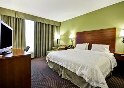 hamptonInn-room.jpg