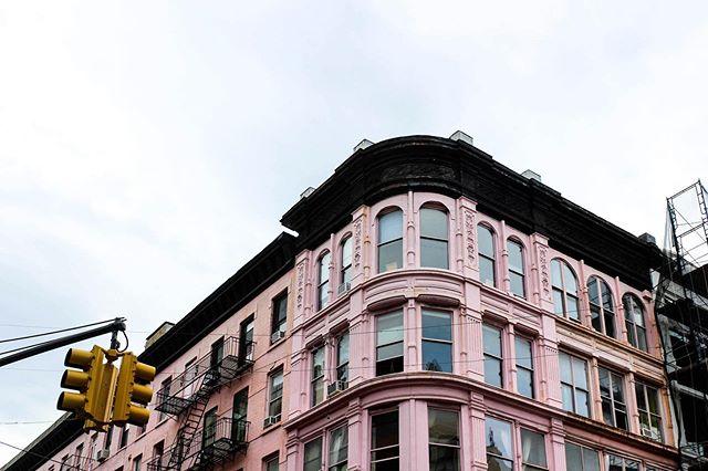 A mood. 🌥 . . . #fbf #architecture #aesthetic #ihavethisthingwithpink #pinkbuilding #flashesofdelight