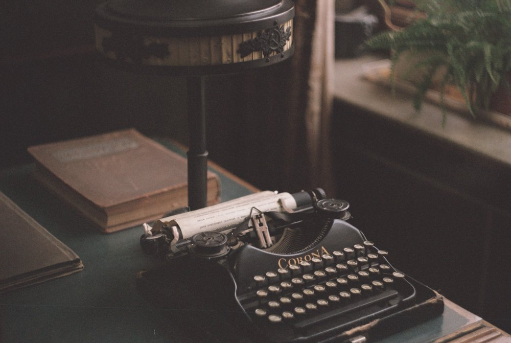 Typewriter - da-kraplak-727110-unsplash.jpg