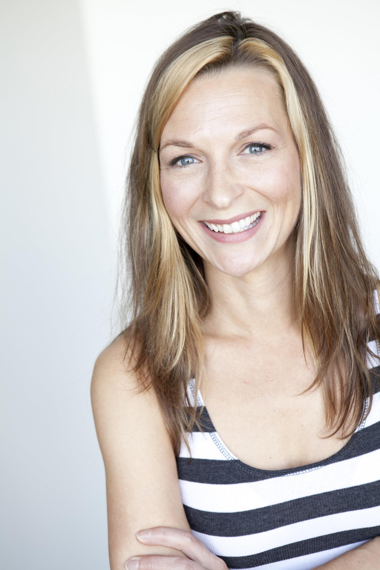Bella Cosper - Bella Cosper-TV Comedy Writer, voice-over