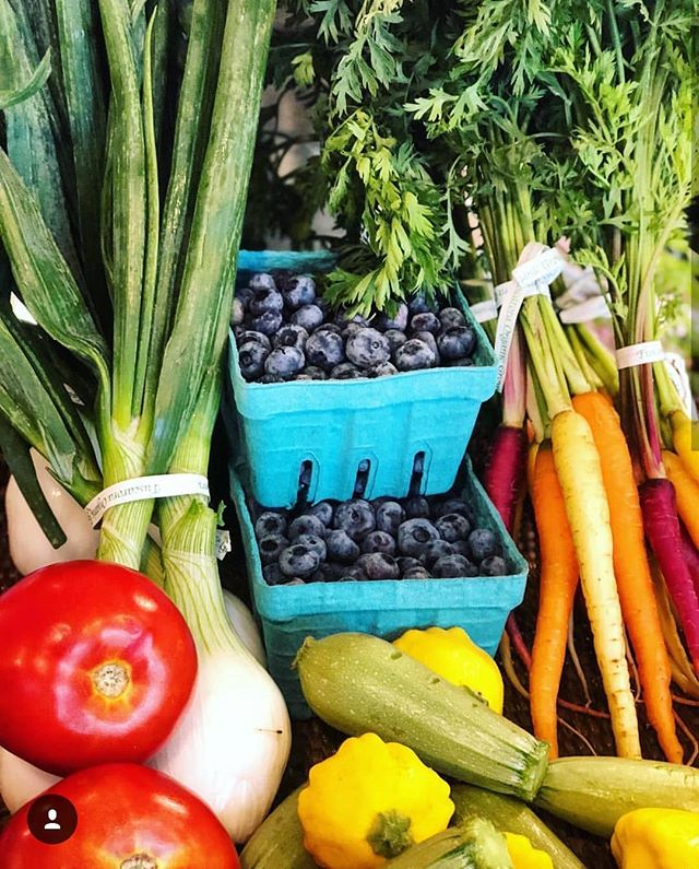 Colors of summer! Blueberries will be coming soon too - maybe even for delivery next Friday! Thanks to @theorganicbutcher for the 📷  #edibledc #acreativedc #pagrown #summer #colors #carrots #tomatoes #beauty #organic #huffposttaste #f52 #fromthefield