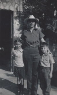 Frances Kallison with daughter Maryann and son Pete, 1940. Photo courtesy of Kallison Family.