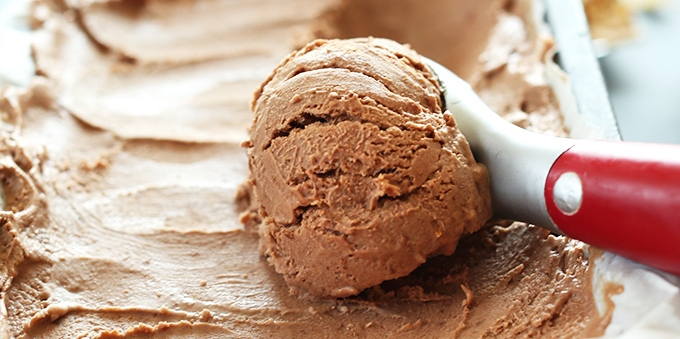 SUPER-Creamy-NO-CHURN-Vegan-Chocolate-Ice-Cream-Just-5-ingredients-and-NATURALLY-sweetened-with-dates1.jpg