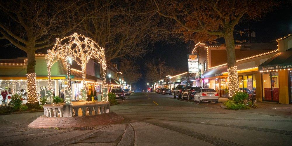 Edmonds_Holidays_Downtown.jpg