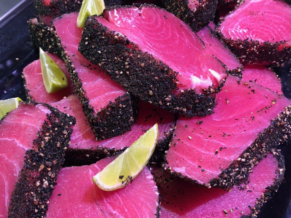Isänpäivään sopii mehevä tonnikala-pippuripihvi.