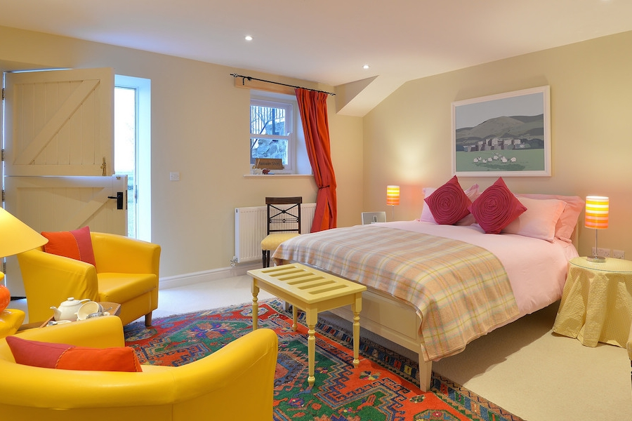The Granary Steps - A nod to the building's former use – open the stable door to this ground-floor bedroom to be greeted by bold colours and great paintings. Wake to the sound of the Teal on the marsh and sheep grazing in nearby fields.En-suite bathroom.