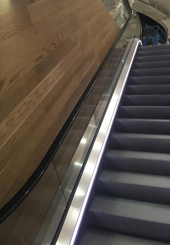 Rostfri inklädnad till rulltrappa i Mall of Scandinavia