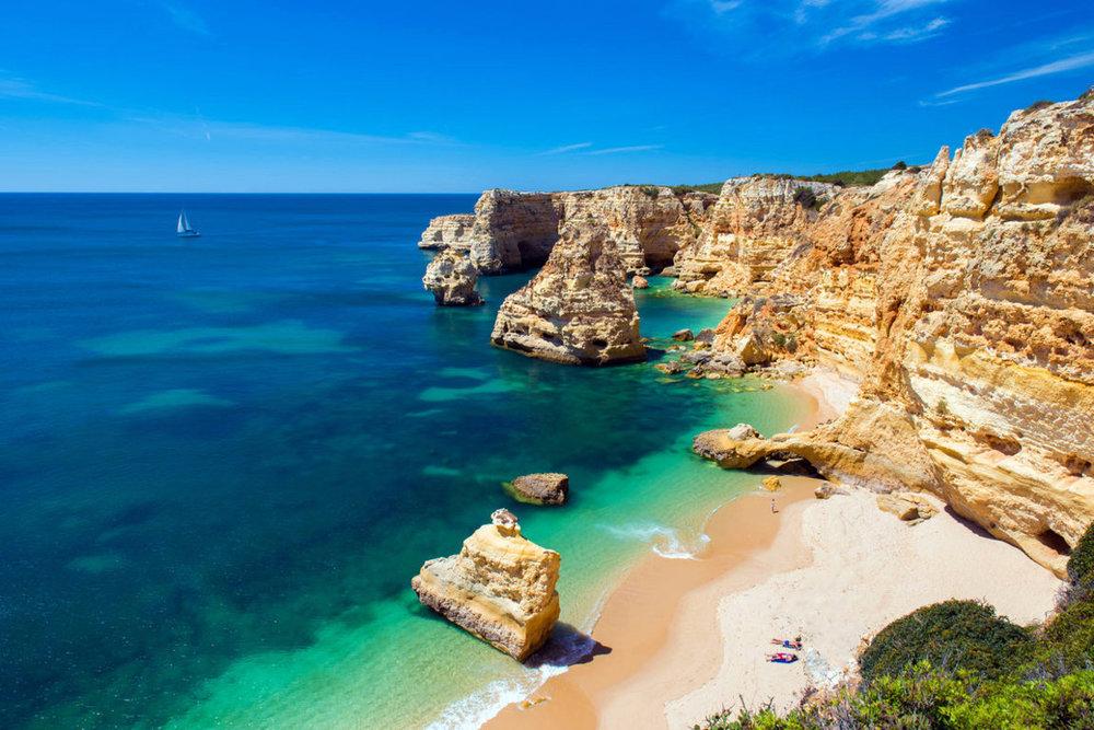 Praia da Marinha looks like a postal card