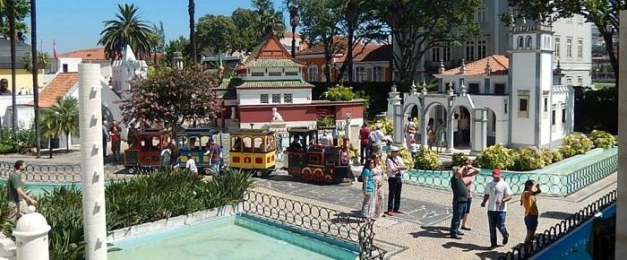Mettez-vous dans la peau des géants au parc du Portugal dos Pequenitos